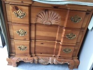 Pine chest of drawers with shell motif
