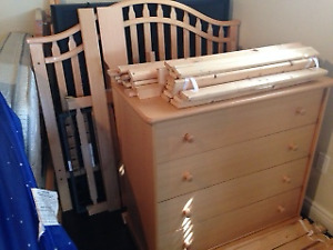 Convertible Crib/DayBed/Double Bed with 4 Drawer Dresser