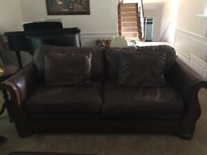 BEAUTIFUL BROWN LEATHER COUCH FOR SALE