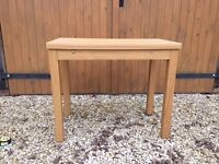 Extendable table and two stools