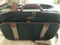 VINTAGE SMALL SUITCASE WITH VANITY CASE