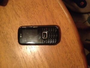 im selling my locked phone make an offer London Ontario image 3