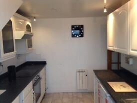 2 bedroom modern fully furnished attic flat with all new fixtures/fittings/furniture - Must see!