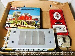 VINTAGE HO SCALE TRAIN LAYOUT MODEL KITS AND MORE