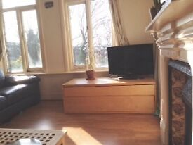 A superb, bright, sunny flat in Crouch End - just in time for Summer!