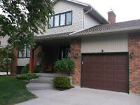 742 MANOR PARK CRES, TWIN LAKES 5 LEVEL HOME