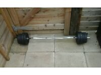A barbell with 8 wates in very good condition