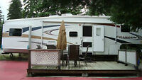 EXCELLENT CONDITION, Fifth wheel and twin lakes lot for sale