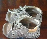 unisex BABY WALKING SHOES- SIZE 6