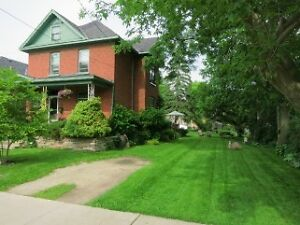 Annual Rental: Century home downtown Collingwood with large yard