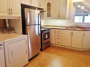 2 Bedroom apartment, downtown Cobourg, prking and laundry incl.