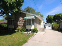 Great 3 bed 2 bath Bungalow in Sarnia's North End