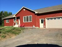 Beautiful 3+1 Bedroom Country Home Minutes from the City***