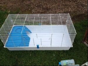 Guinea Pig or Rabbit cage with plastic base very large Elmore Bendigo Surrounds Preview