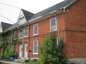 Heart of downtown 10 mins to Queens, 3 bdrm, student friendly