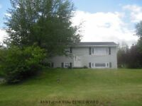 5 BEDROOM COUNTRY LIVING IN THE CITY. QUIET DEAD END STREET