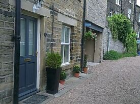 Stunning 1 Bedroom Cottage in centre of Holmfirth but nestled on quiet lane next to the River Holme