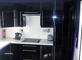 10 UNIT RIGID KITCHEN WITH WORKTOPS A VARIETY OF BASE AND WALL UNITS WITH BLACK SPARKLE WORKTOPS