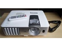 Projector - Benq W1070 Full HD and 3D Ready