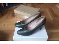 Vintage Two-Tone Green Van Dal size 3 heels