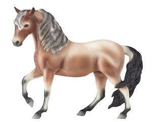 d74164b7b2ea New Traditional Breyer Horses