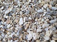 Buff Flint garden and driveway chips/stone