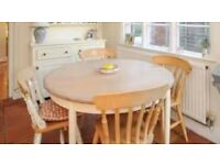 Round extendable dining/kitchen table £70 ono