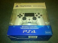 Sony PlayStation PS4 DualShock 4 Controller White, V2, BRAND NEW SEALED £40
