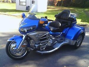 Moto Honda Gold Wing 1800(6cylindres) 3 roues kit California