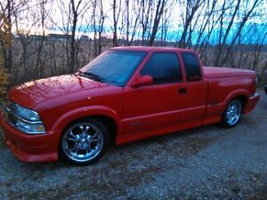 2000 Chevrolet S-10 xtreme Pickup Truck