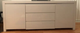 Dwell Newton Side Table (White gloss lacquer) in Very Good Condition