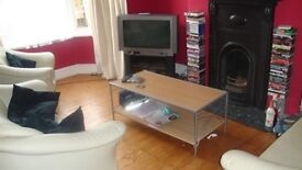 **4 bed room house furnished to Let off Narborough Road (Beaconsfield) Leicester **