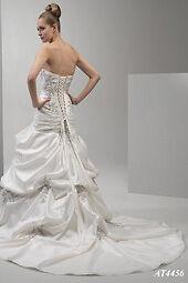 NEW PRICE!!!!!!    Gorgeous Venus Wedding Gown Kingston Kingston Area image 4