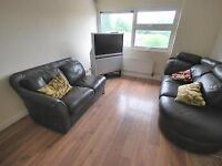 1 bedroom flat in desirable location close to main transport links & essential amenities