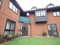 Ground Floor Flat - 1 Double Bedroom - Communal Garden, Private Parking, Central Guildford
