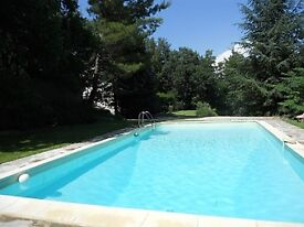Provence near Aix: Ansouis Holiday Villa w priv pool 6-8 p quiet comfrt 3 bedrooms 2200 m2 grounds
