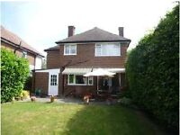 Large double room, clean and friendly house, Esher