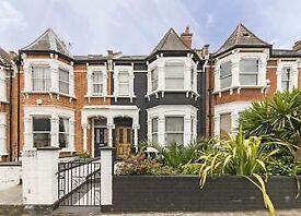 Studio flat in Hillfield Road, West Hampstead, NW6