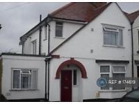 1 bedroom in Candover Close, Harmondsworth, UB7