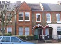 Large 2/3 bed first floor house conversion flat with garden