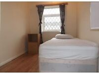 SINGLE ROOM CLOSE TO TRANSPORT - LOW DEPOSIT!!!!