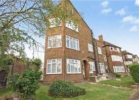 2 bedroom flat in Highfield Avenue, Kigsbury Green, NW9