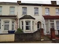 (Southall)UB2 fantactic 4 bedroom house for rent in southall area part housing benefit are welcome.