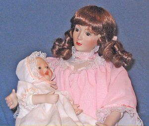 Sandra Kuck's 13in Mother and Child Porcelain Doll Set LULLABY