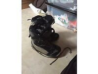 Saloman snowboard bindings and boots