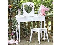Girls 'sweetheart' dressing table and chair (with mirror)