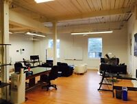 Toronto - Affordable Hot Desk and Private Office Space Available