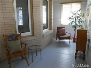 Cute & Cosy Home. Near Wascana Prk and Downtown. Many Upgrades
