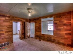 405 Saskatchewan Street, Central Butte Moose Jaw Regina Area image 2