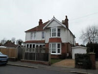 TWO SHARERS FOR 2 BED GARDEN FLAT - £600 & £500 MONTH BILLS INCLUDED